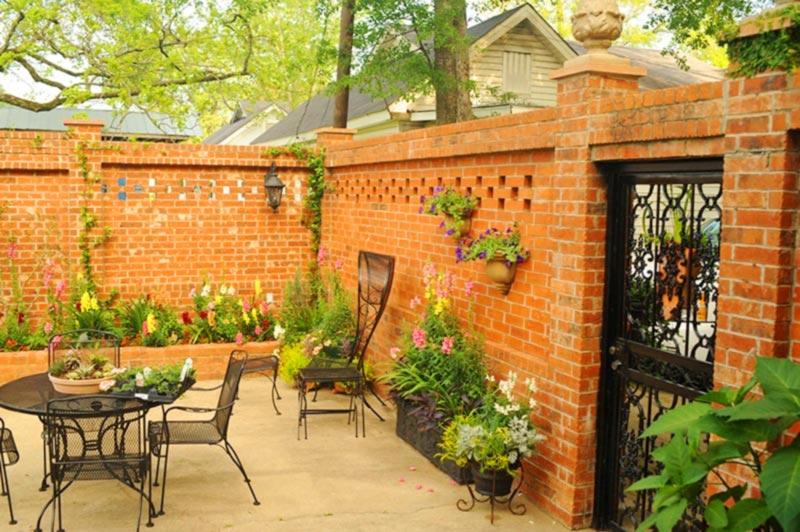 Mẫu nhà xây không trát có sân vườn